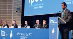 2712 Redner 40th Session of the IPCC 2014 / Foto: IPCC
