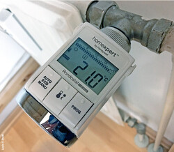 1674  elektronische Thermostat Honeywell HR25 / Foto: Louis-F. Stahl